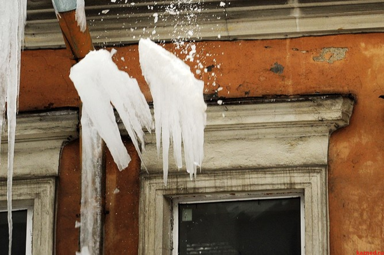 Исполком казани напомнил: за ущерб от упавшего с балкона сне.