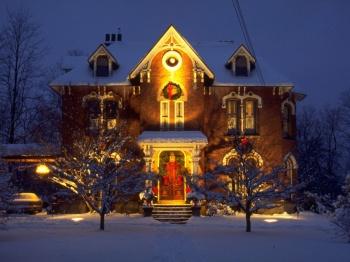Двор имени Деда Мороза: как по-новогоднему украсить придомовую территорию