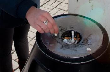 В России планируют запретить курение возле подъездов многоквартирных домов