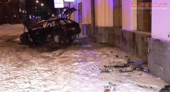 Здание  в центре Казани пострадало от «нападения» автомобиля