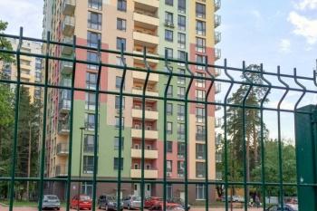 Наш дом — крепость: как поставить забор вокруг многоквартирного дома