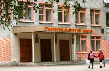 В казанской гимназии произошло задымление: эвакуировано более 600 детей