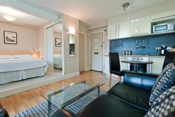 Дешево, но тесно: стоит ли покупать квартиру-студию?