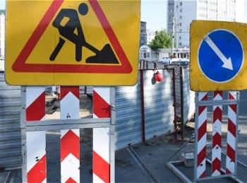 На ул.Ершова произошел провал на дороге из-за коммунальной аварии на сетях канализации