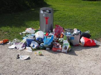 Казанцы жалуются на мусор во дворах