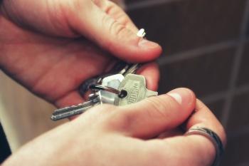 Как снять квартиру посуточно и не стать жертвой аферистов
