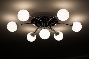 Где купить светильники и люстры для квартиры, офиса или загородного дома?