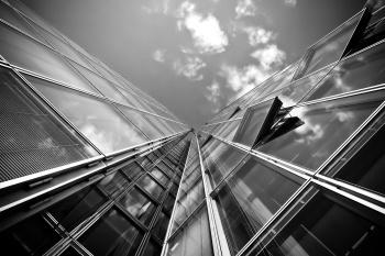Выгодно ли покупать недвижимость через агентство?