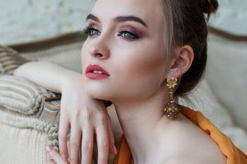 Как правильно выбрать золотые серьги?