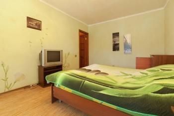 Посуточная аренда 1-к квартиры Амирхана 67