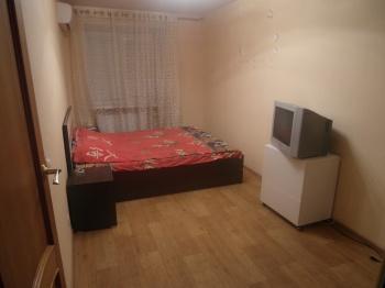 Посуточная аренда 2-к квартиры Короленко 61