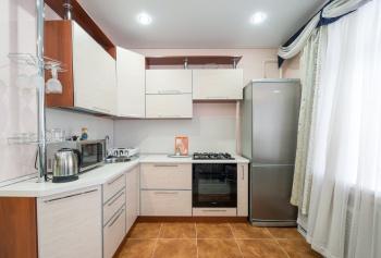 Посуточная аренда 1-к квартиры ул.Тихомирного д.1, 50.0 м² (миниатюра №3)