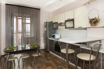 Посуточная аренда 1-к квартиры Адоратского 1а