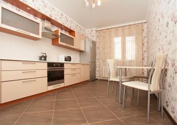 Посуточная аренда 2-к квартиры Чистопольская 71а, 75.0 м² (миниатюра №4)