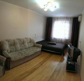 Посуточная аренда 1-к квартиры Академика Сахарова,6
