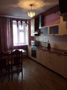 Посуточная аренда 1-к квартиры Амирхана,13
