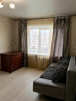 Посуточная аренда 1-к квартиры Короленко дом 77